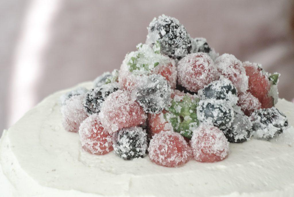 Naked Cake mit Erdbeeren und Vanille-Quark-Sahnecreme / Sahnetorte / dreistöckige Torte / Erdbeertorte / Geburtstagskuchen