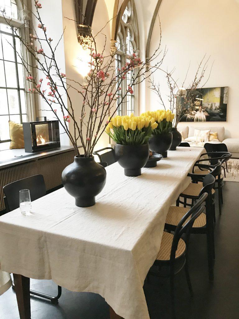 SoLebIch-Apartment-imm-cologne-2019-Salon-Esstisch-Stühle-Thonet