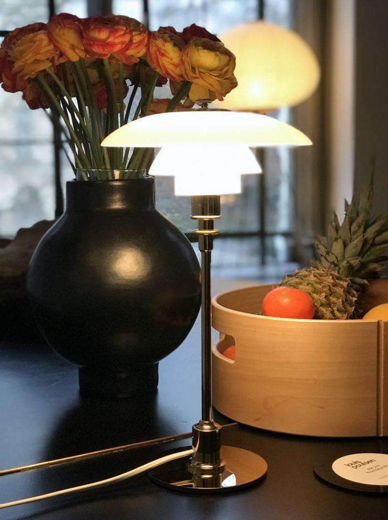 SoLebIch-Apartment-imm-cologne-2019-Salon-Louis-Poulsen-PH 2-Tischleuchte-Messing