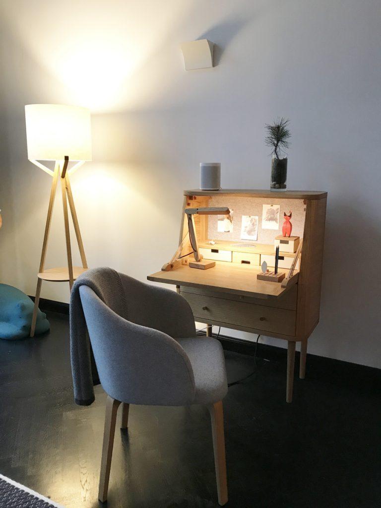 SoLebIch-Apartment-imm-cologne-2019-Schlafzimmer-Schreibtisch-Grüne-Erde