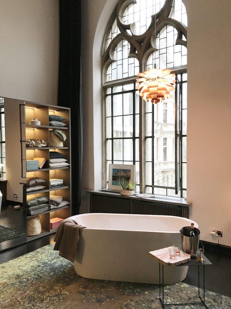 SoLebIch-Apartment-imm-cologne-2019-Vestiaire-Schrank-Kettnaker-Badewanne-Kaldewei