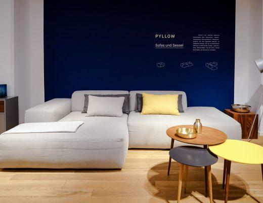 MYCS Sofa PYLLOW / Ecksofa / Sofalandschaft / graues Sofa / Beistelltischchen SYDE / modulare Möbel / individuelle Designmöbel / Möbel nach Maß / MYCS Showroom München