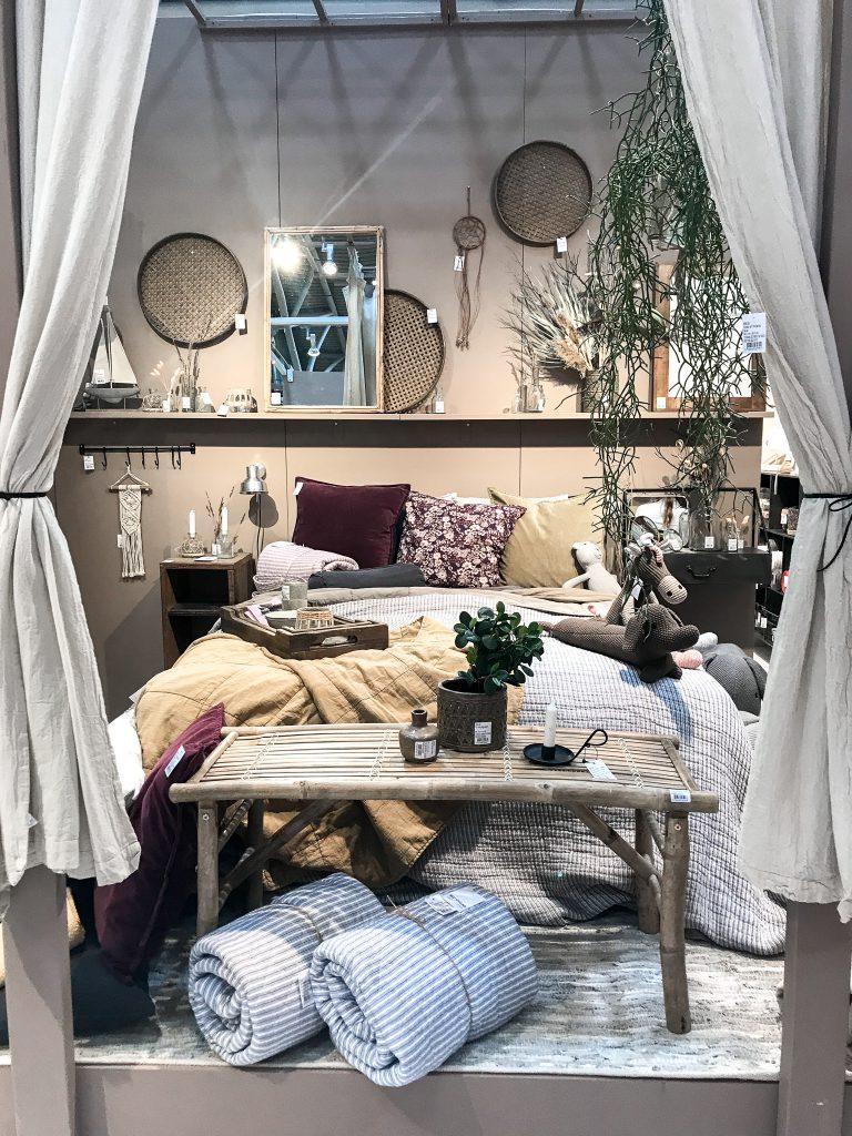 TrendSet Sommer 2019 Interior Trends Herbst und Winter 2019, Bett mit Kissen von Ib Laursen
