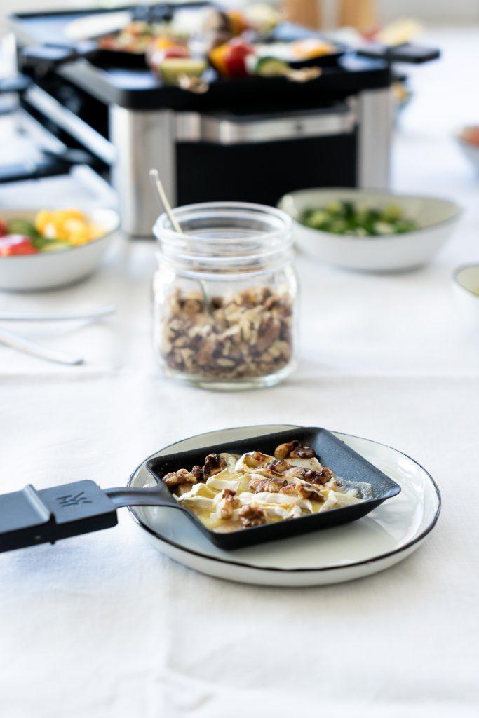 Raclette-Rezepte-Birne-mit Camembert-ueberbacken
