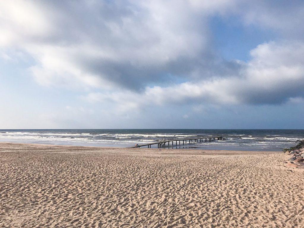 Hvidbjerg-Strand-Blavand-daenische-Nordsee-Meer