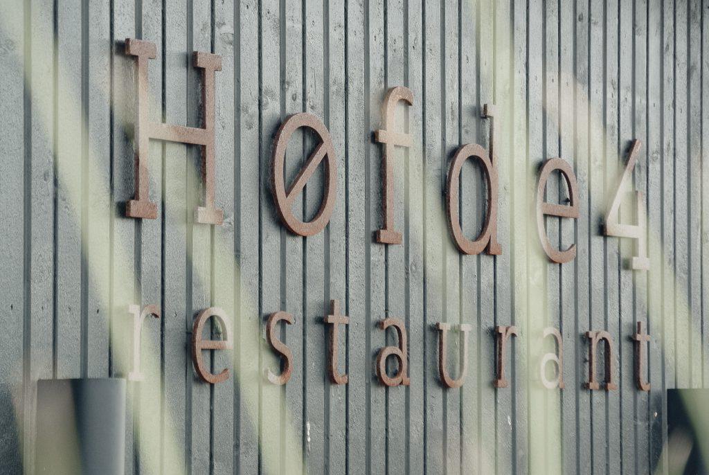 Restaurant-Hoefde4-Hvidbjerg-Strand-daenische-Nordsee-moderne-Strandvilla-Logo-Hauswan