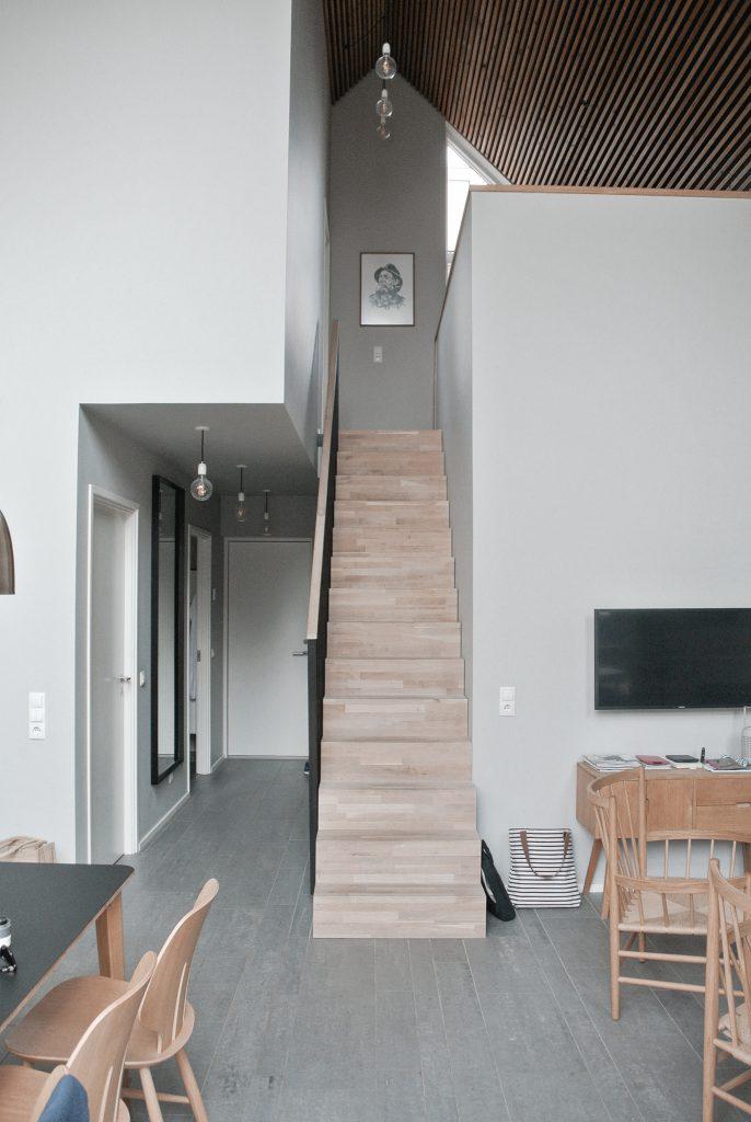 Strandvilla-Hvidbjerg-Strand-daenische-Nordsee-Treppe-modernes-Ferienhaus-Daenemark