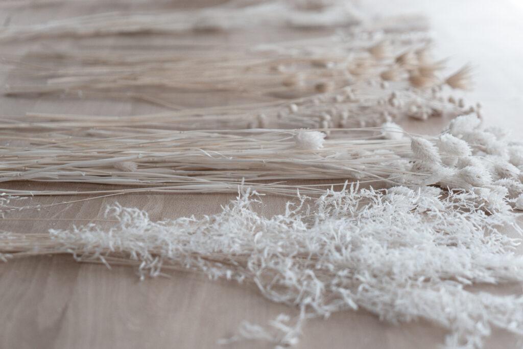 Winterkranz-Deko-Trockenblumen-selber-machen-DIY-Trockenblumenkranz-Dekoideen-Tuerkranz-Naturdeko-Skandinavisch-Flower-Hoop-Kranz-binden-living-elements