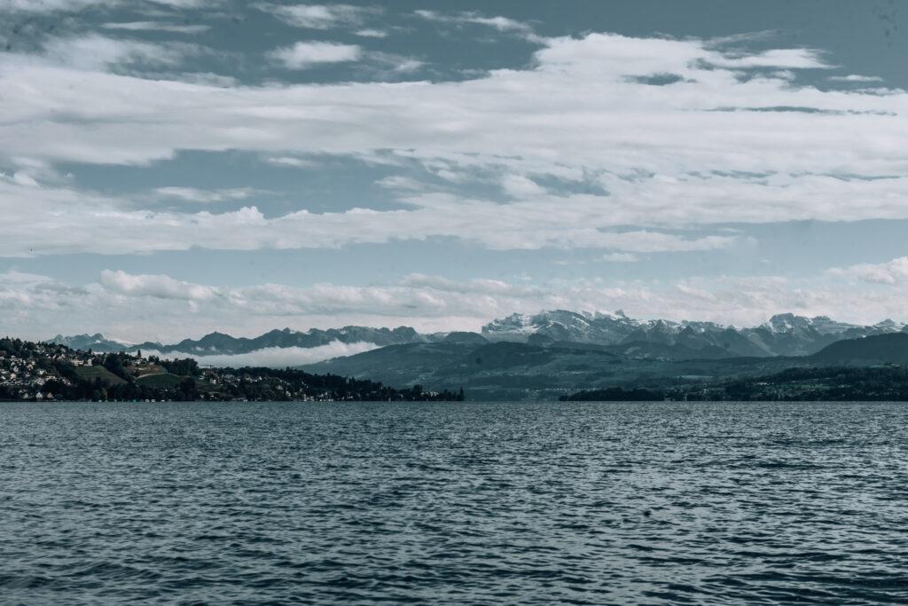 Alex-Lake-Zuerich-Boutique-Luxushotel-Zuerichsee-Panorama-Glarner-Alpen