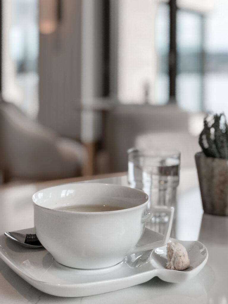 Alex-Lake-Zuerich-Boutique-Luxushotel-Zuerichsee-Residents-Lounge-Tee