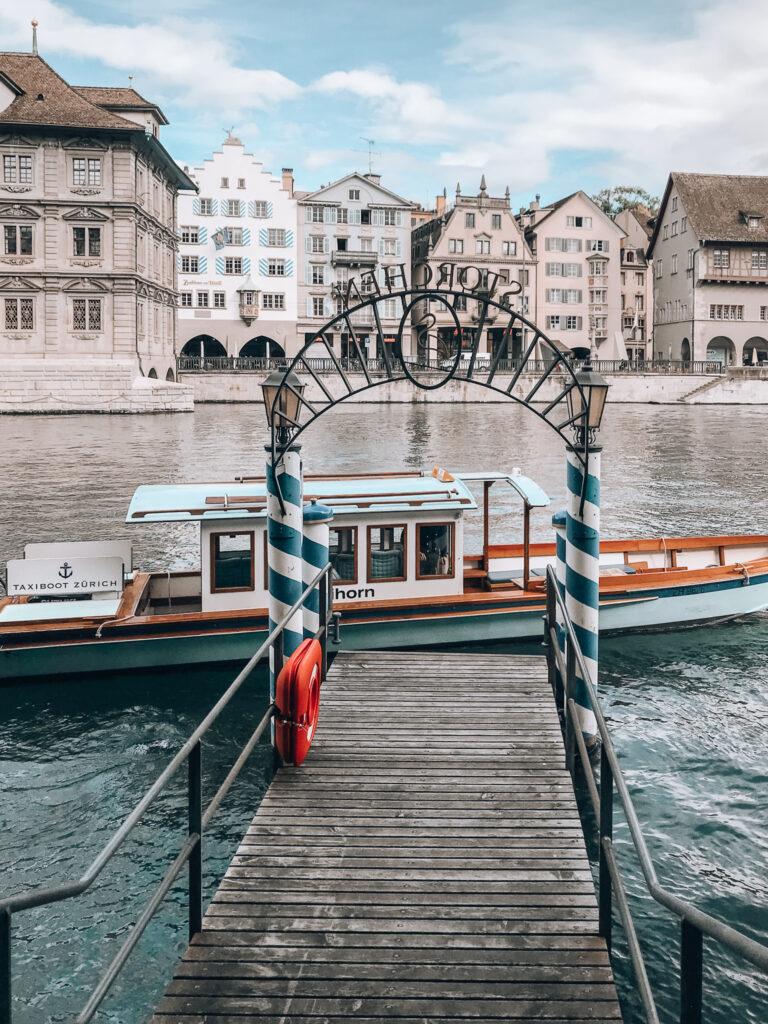 Storchen-Zuerich-Anlegesteg-Altstadt-Zuerich-Taxiboot-MS-Zuerihorn