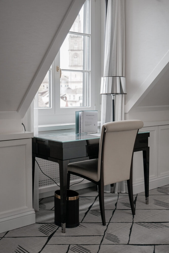 hotel-storchen-zuerich-fuenf-sterne-hotel-lifestyle-suite-with-riverview-and-plaza-view-travel-blog