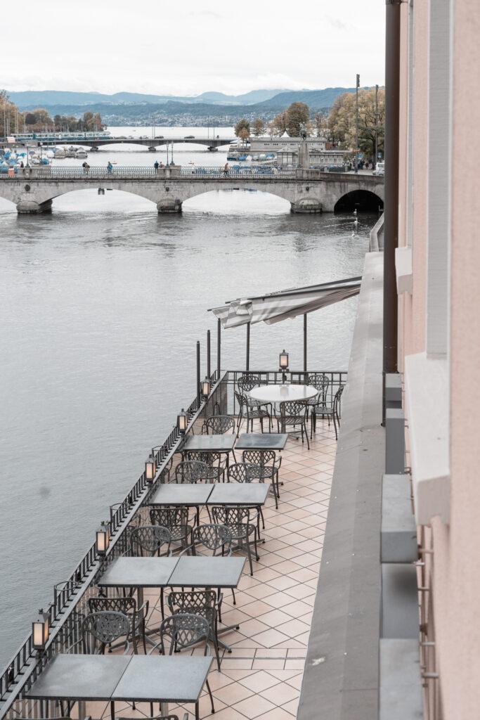 hotel-storchen-zuerich-fuenf-sterne-hotel-riverside-deluxe-room-limmat-zuerichsee-travel-blog