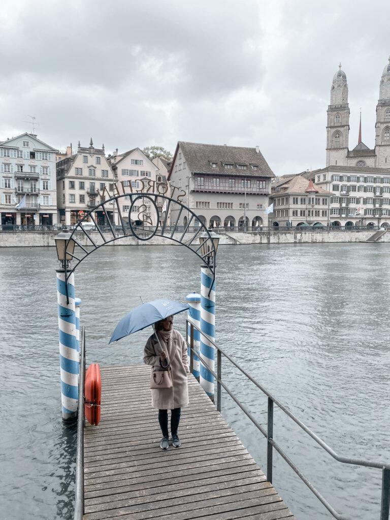 hotel-storchen-zuerich-fuenf-sterne-hotel-storchensteg-bootsanlegestelle-limmat-travel-blog-living-elements