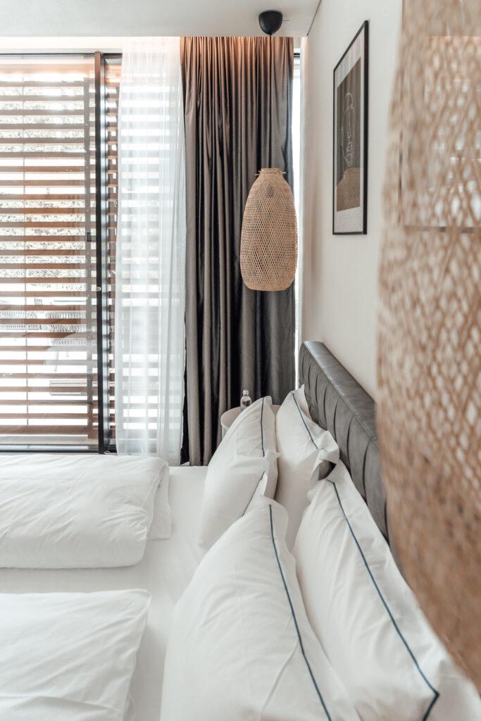 Eden-Reserve-Luxury-Resort-Gardasee-Landmark-II_Penthouse-Villa-Apartment-Guest Room-Bett-Detail