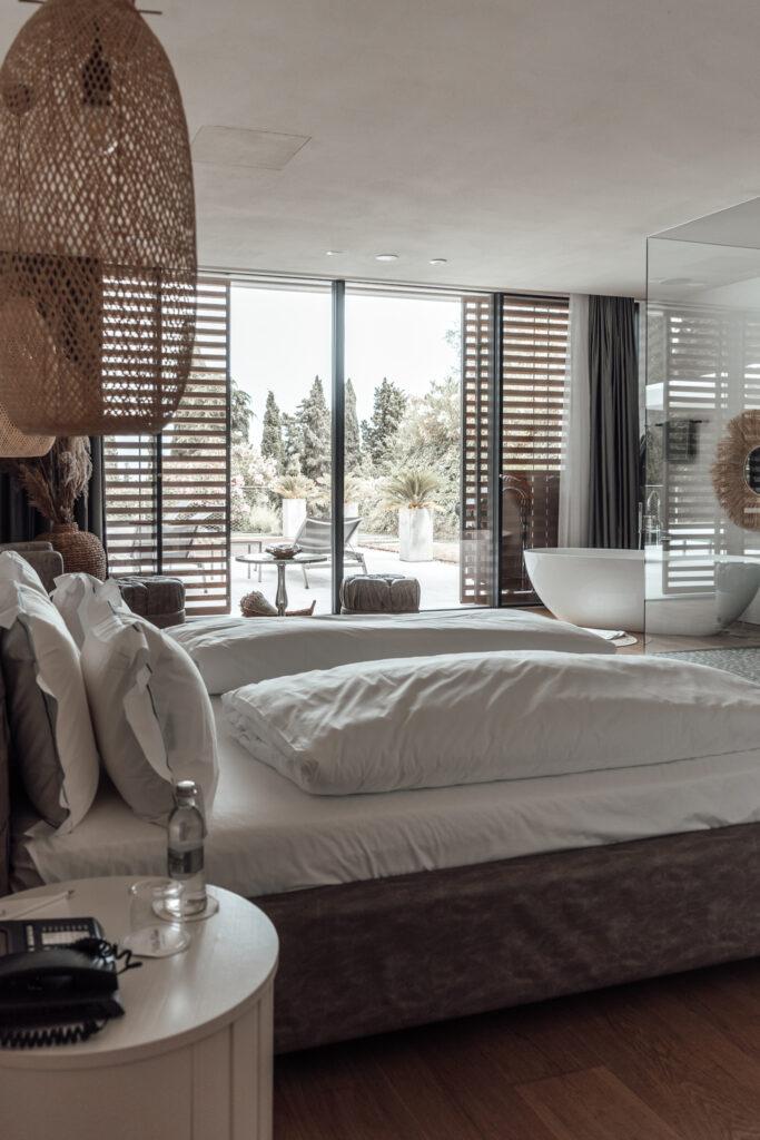 Eden-Reserve-Luxury-Resort-Gardasee-Landmark-II_Penthouse-Villa-Apartment-Master Bedroom