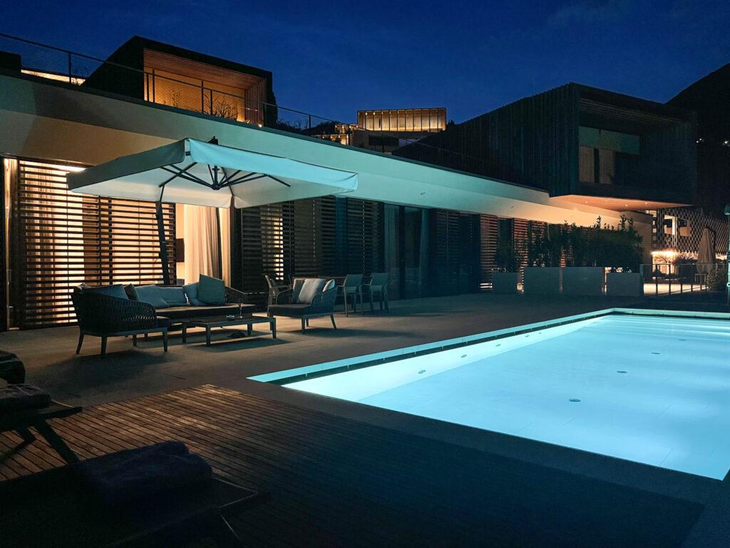 Eden-Reserve-Luxury-Resort-Gardasee-Landmark-II_Penthouse-Villa-Apartment-Poolterrasse-nachts