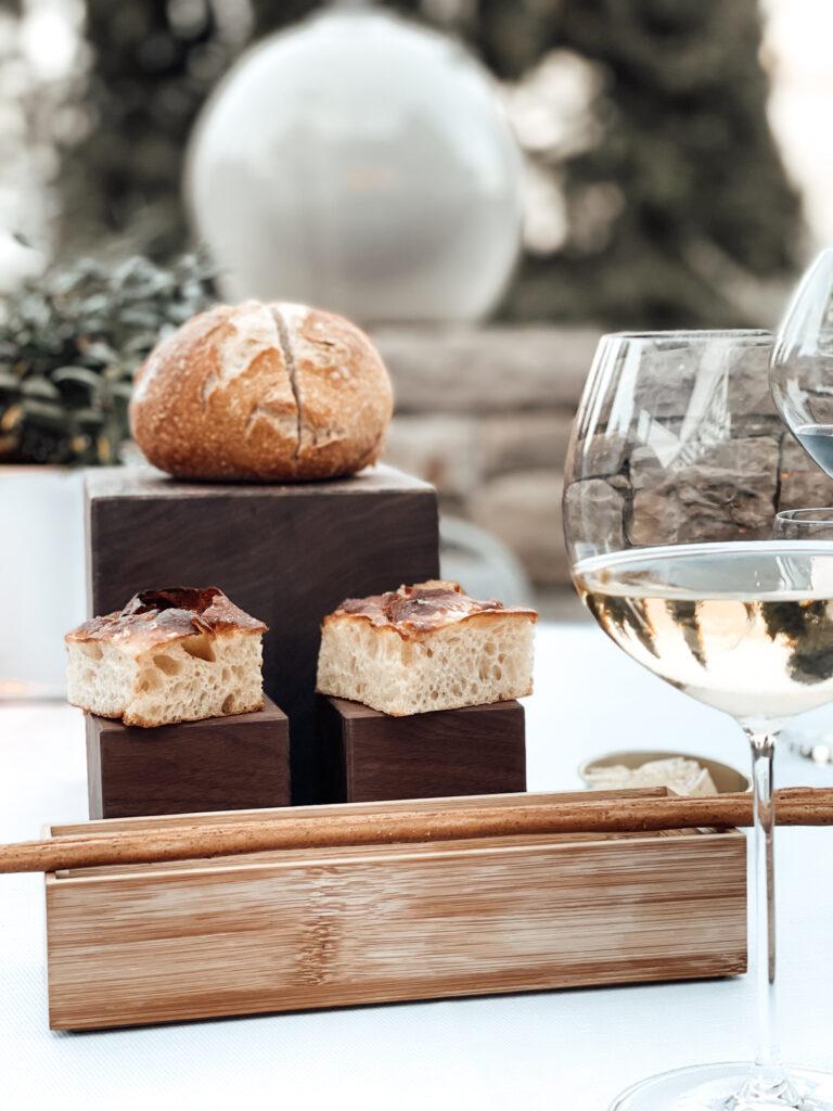 Eden-Reserve-Luxury-Resort-Gardasee-Restaurant-Abendessen-Brot