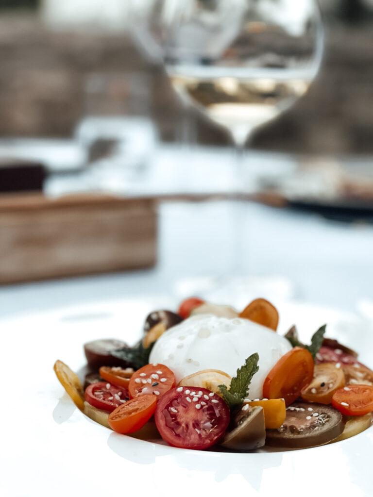 Eden-Reserve-Luxury-Resort-Gardasee-Restaurant-Abendessen_Antipasti_Caprese