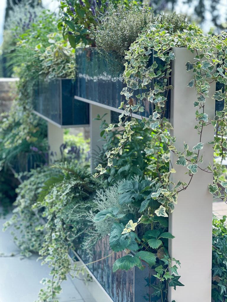 Eden-Reserve-Luxury-Resort-Gardasee-Restaurant-Terrasse-Pflanzen