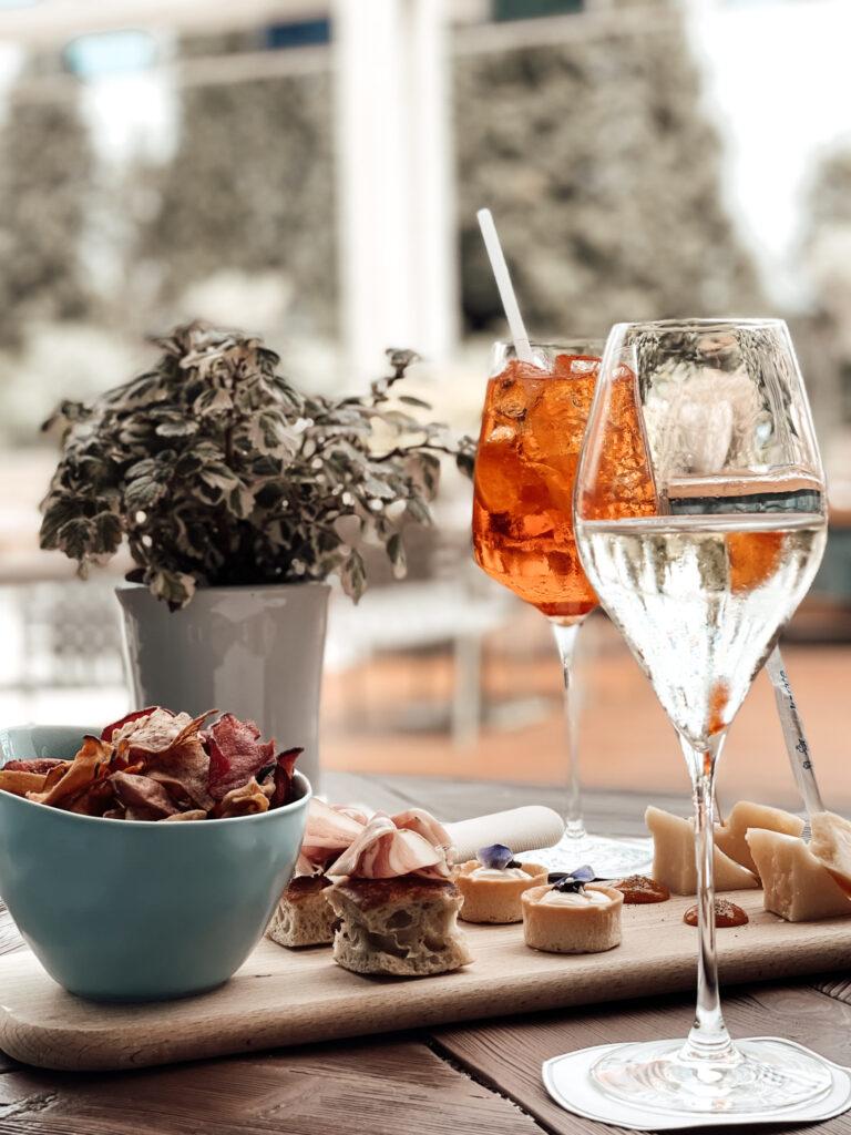 Eden-Reserve-Luxury-Resort-Gardasee-Restaurant_Begruessungsdrinks_Snacks